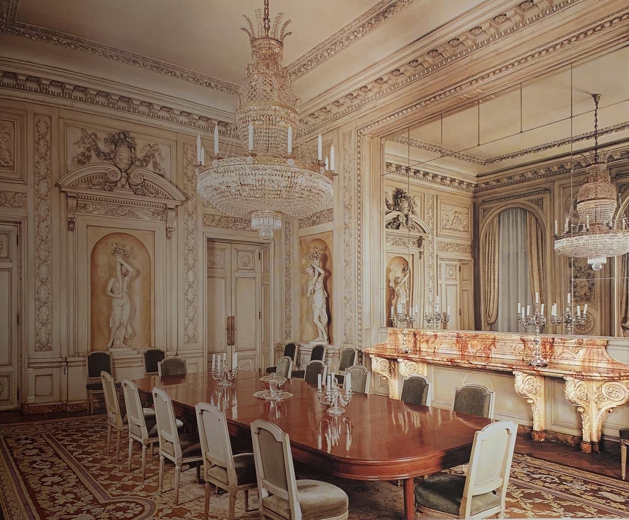 Console-desserte dans la salle à manger de l'hôtel d'Aumont remonté à l'hôtel de La Tour d'Auvergne, Ambassade du Chili